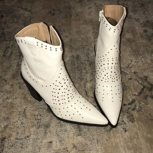 White Point Toe Stud Detail Western Ankle Boot